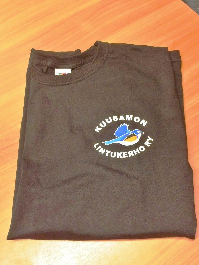 T-paita mustana